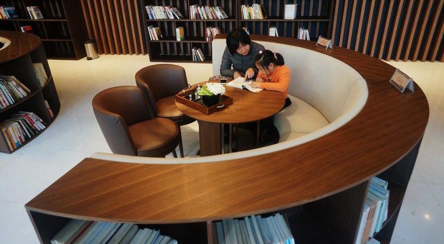 楼市遇冷?杭州一售楼处转型成书店