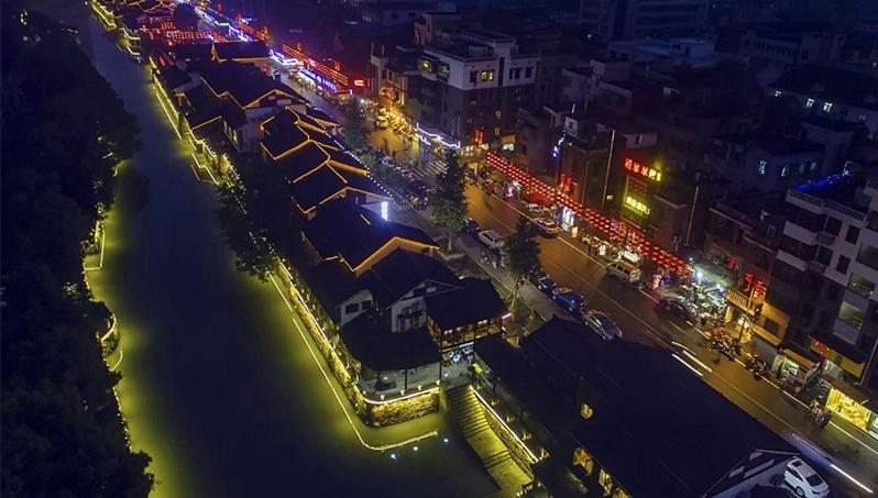 """饱口福还饱眼福  胜利河美食街""""花市灯如昼"""""""