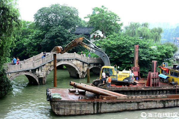 杭州:打桩护古桥