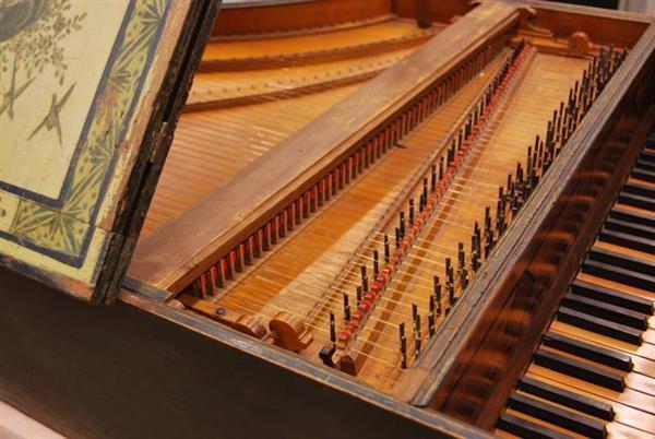 古钢琴的内部构造(巴塞罗那音乐博物馆官网)图片