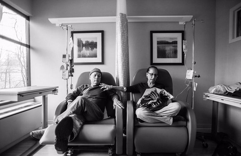 美摄影师记录患癌父母的爱与力量