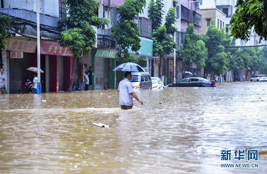 广东阳江遭暴雨袭击