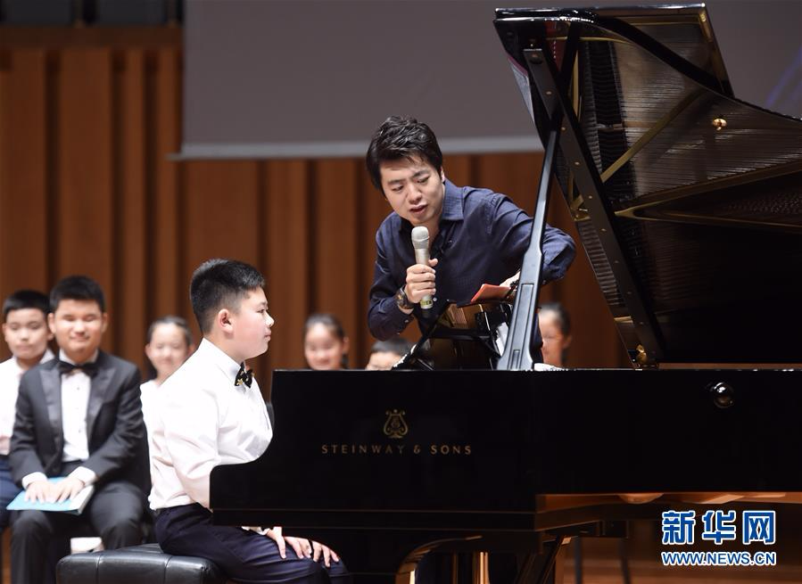 郎朗公益钢琴大师课在国家大剧院举行