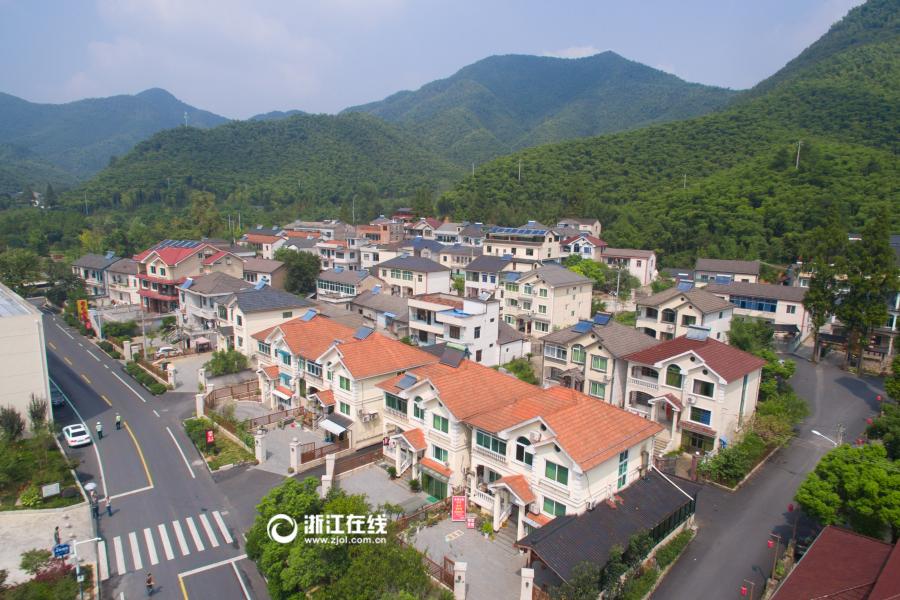 空中全景看安吉余村的美丽蜕变