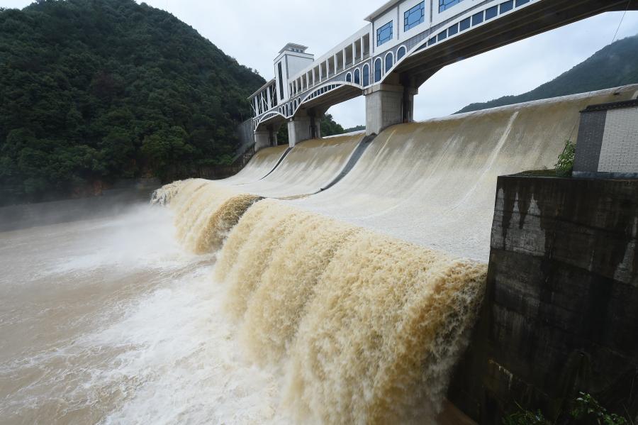 杭州:岩石岭水库全闸泄洪