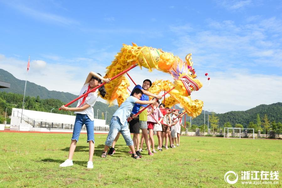 建德:体验舞龙 乐享暑假