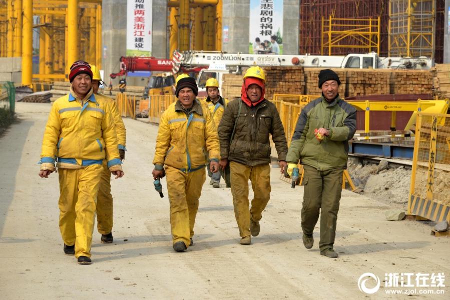 舟山:定海重点工程节日施工忙