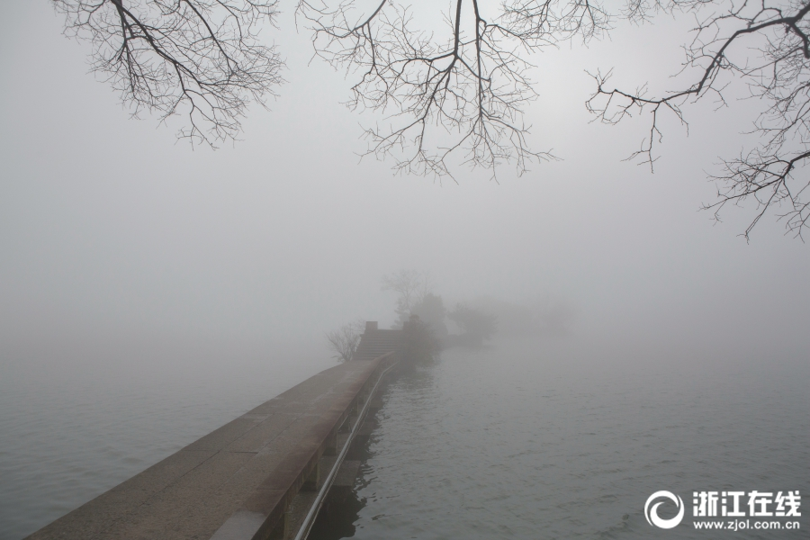杭州:大雾锁湘湖
