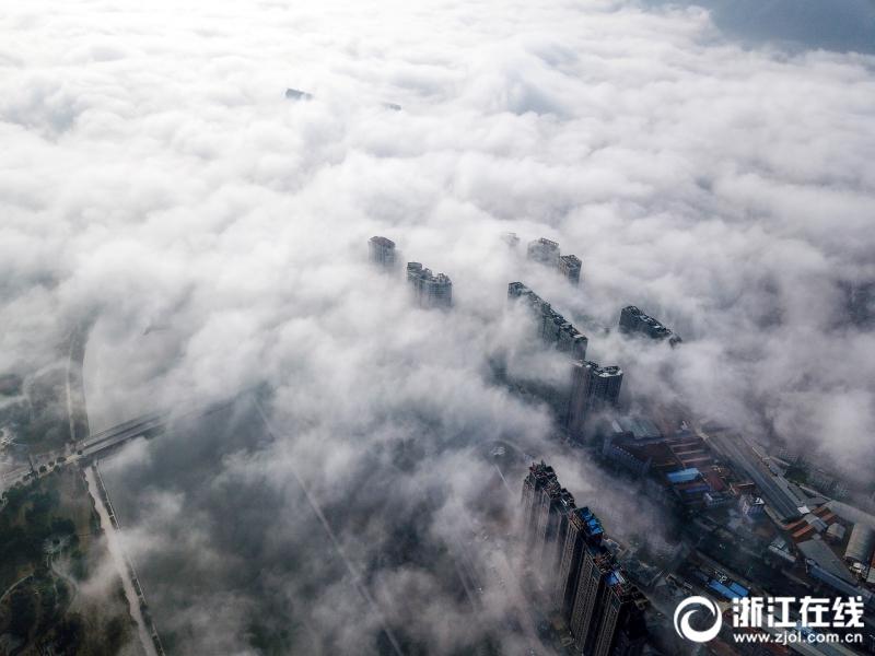 空中看东阳大美雾景