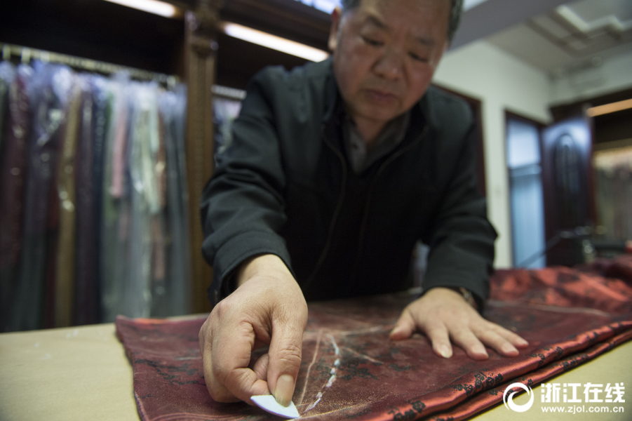 杭州百年旗袍店:一针一线下娉娉袅袅的中国韵味
