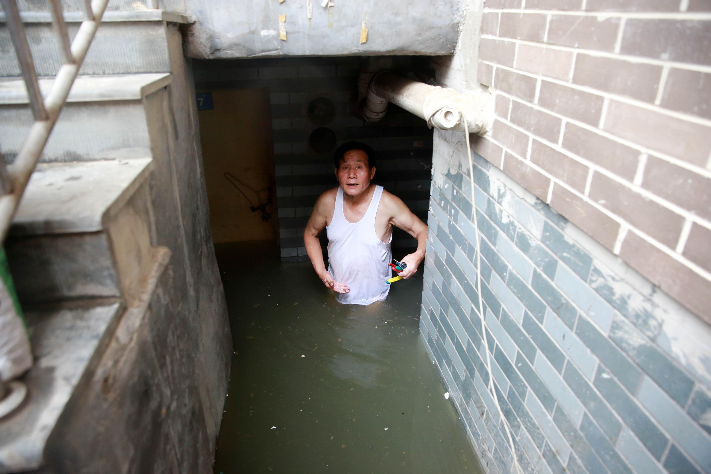 一场暴雨 杭州西溪路居民家中雨水倒灌