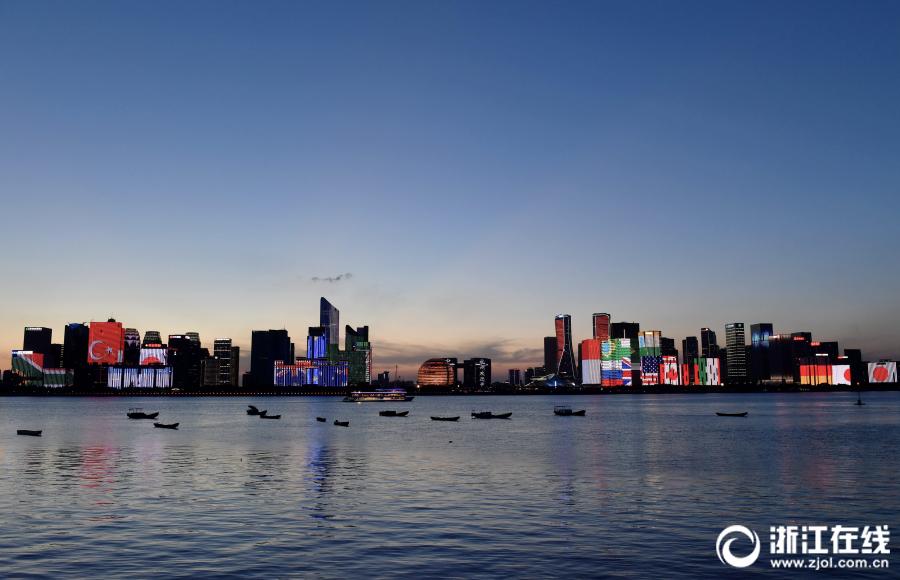 """因受台风""""安比""""影响而暂停的钱塘江游轮夜游目前已重新启动."""