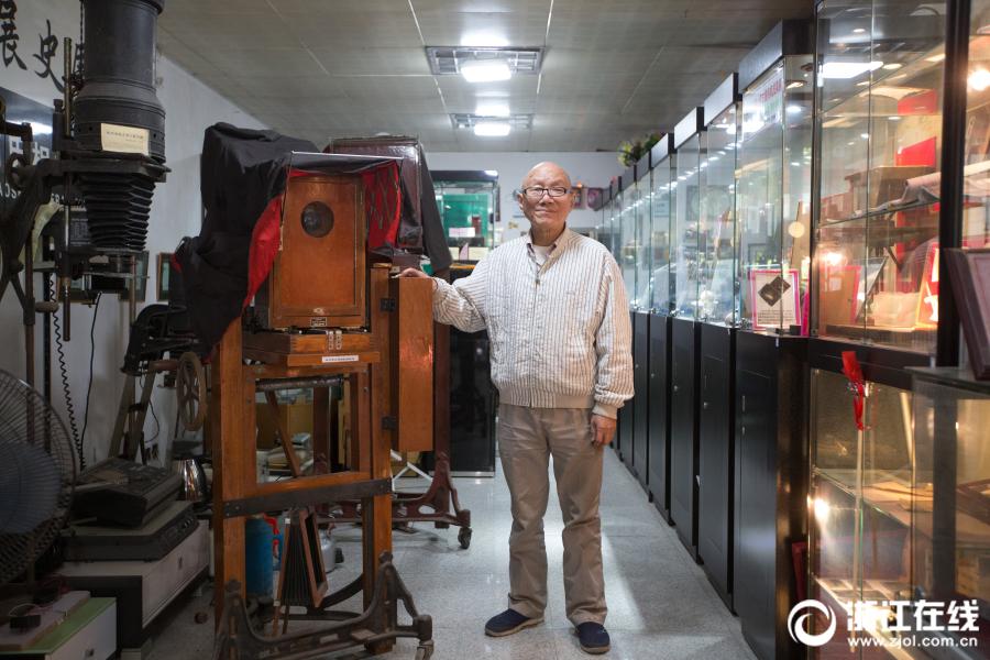 76岁杭州老人收藏1400台相机
