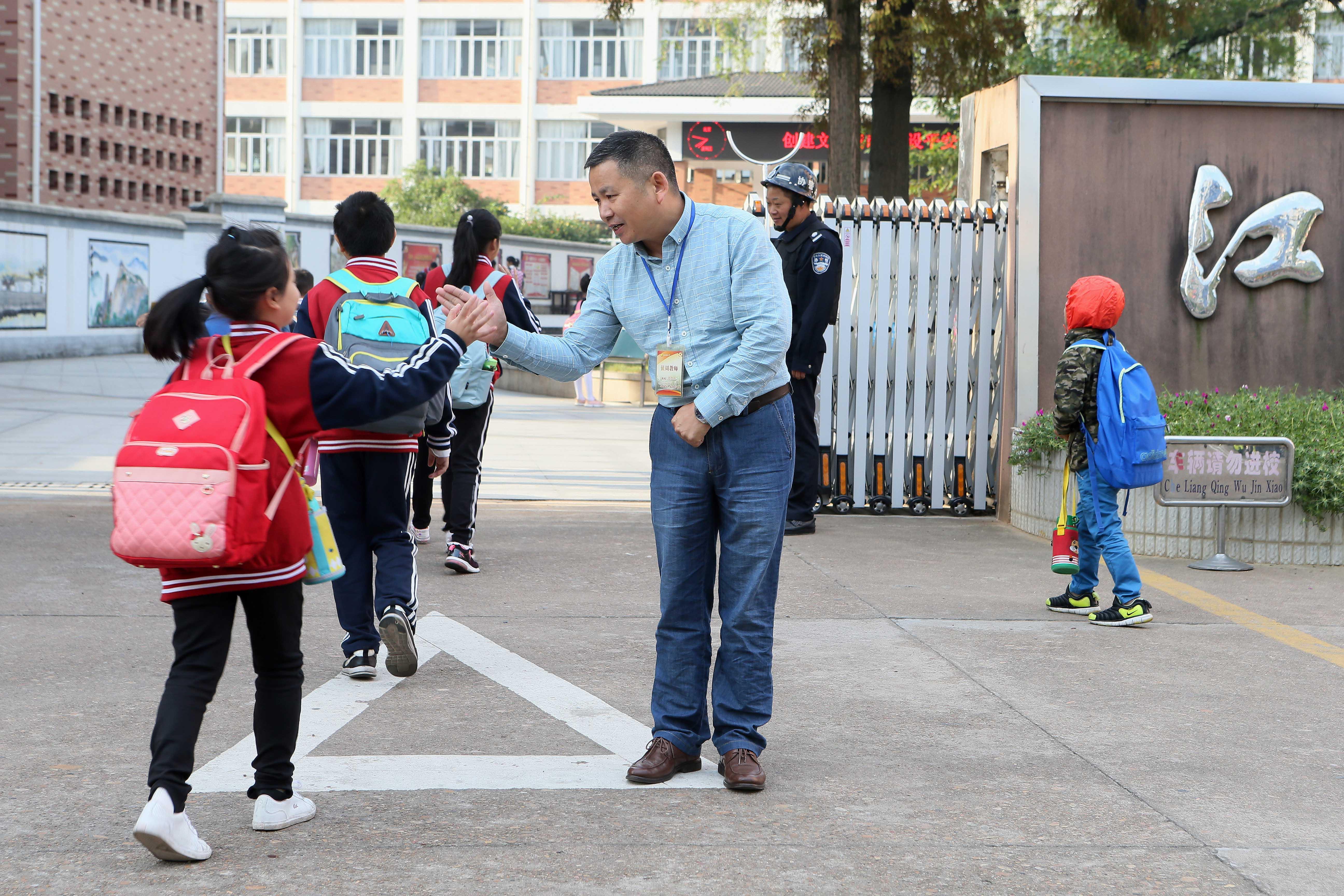 江山:校长十年迎学生