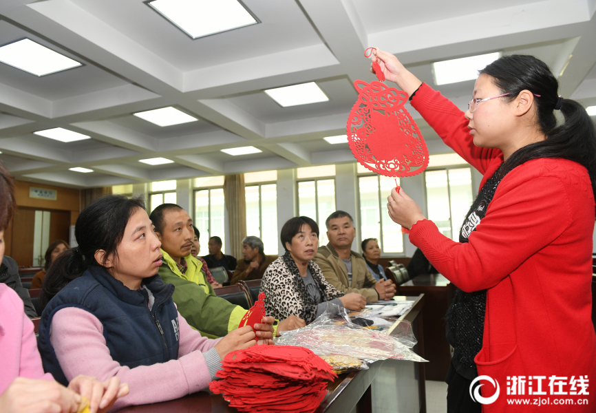 东阳:来料加工技能培训 助力残疾人就业创业