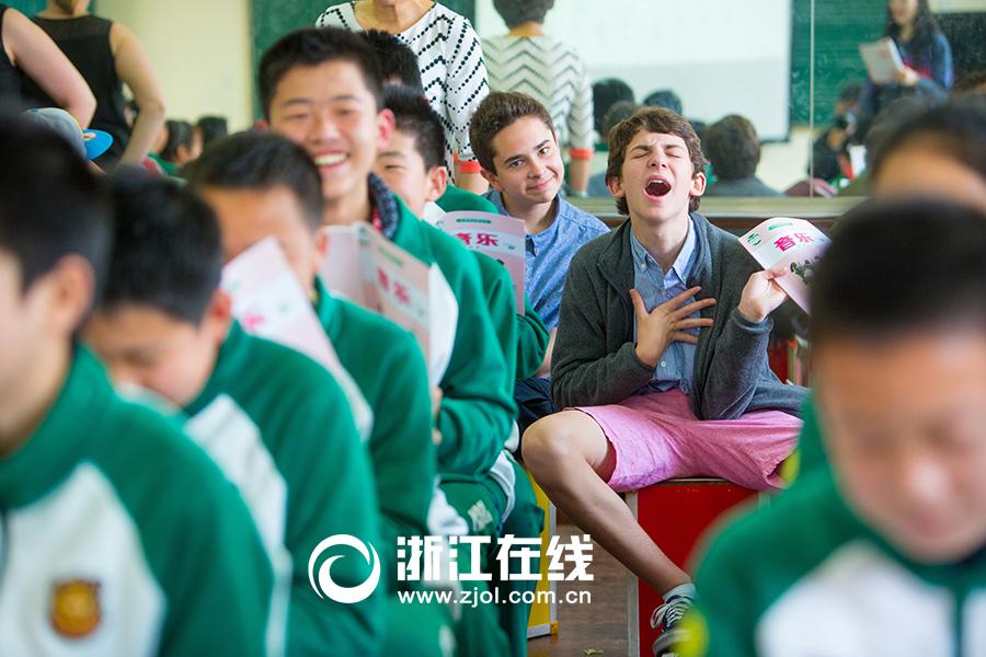 """美国""""小鲜肉""""体验中国课堂"""